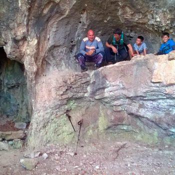 Foto de recuerdo en cueva Poche.