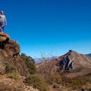 Una pequeña parada con el cerro Peñalba de fondo.